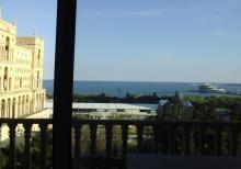 Четырехкомнатная квартира в центре Баку с видом на море