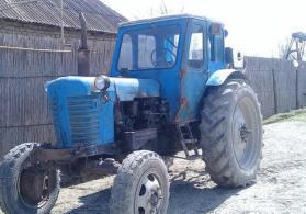 Traktor mtz 52  üstündə kotan mala və kasılka verilir