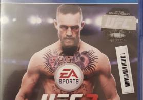 PS4 üçün UFC 3 oyun diski.