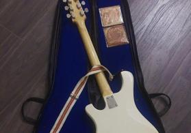 Jantar bass guitar.