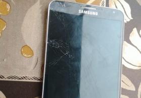 Samsung note 3 . Ekran qırılıb sadece qalan herşeyi sağlamdı