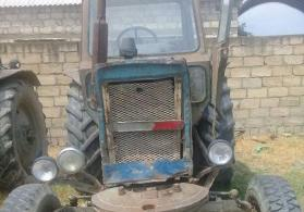 Traktor 82 perodok isleyir.