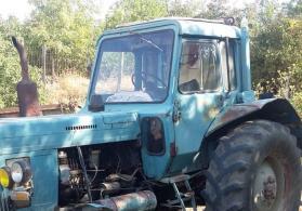 Traktor satilir