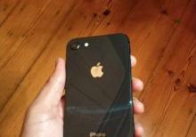 İphone telefonlarin ekranlarinin berpasi