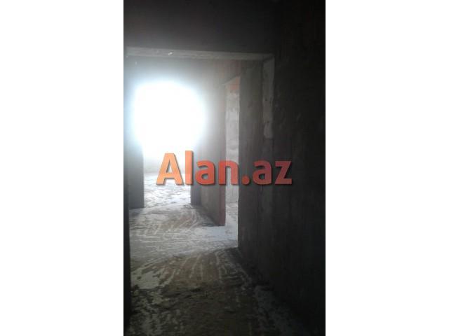 Xırdalanda 2 otaqlı  suvaqlı mənzil satılır
