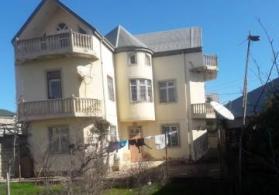 Xırdalan şəhəri Ceyranbata qəsəbəsində 2 mərtəbəli həyət evi satılır.