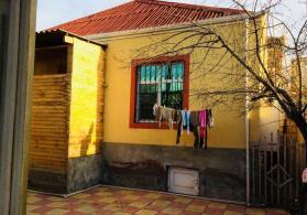 Zabrat 1-de Merkezde 81-nömreli Mektebin Yanında  78м² 3-otaqlı  ev