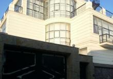 abseron r.  Mehdiabad qesebesinde  450 м²  3 mertebeli 7 otaqli villa
