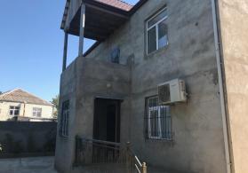 Tecili 280 kv.m sahesi olan ev satilir