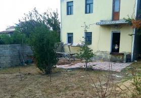 Novxanı kəndində ev
