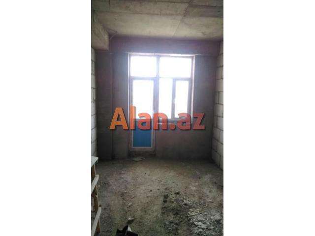 Q.Qarayev ve Neftciler metrolari yaxinliginda podmayak 3 otaqli menzil
