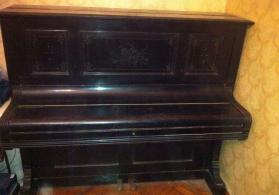 Antik pianino