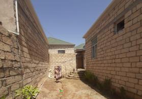 tecili 3 otaqli orta temirli heyet evi satilir