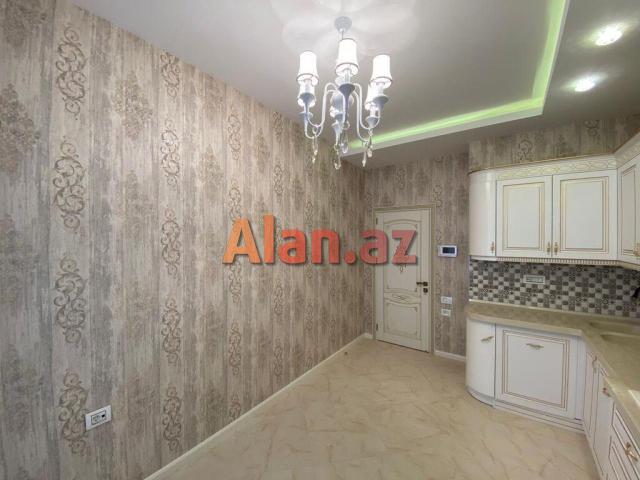 Bulvarnan üzbəüz, Amay ticarət mərkəzi ilə Qazaxstan səfirliyinin arasında  115м² 3 otaqlı  mənzil