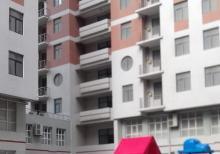 TƏCİLİ SATILIR! Yeni tikili binada, super təmirli 3 otaqlı ev.