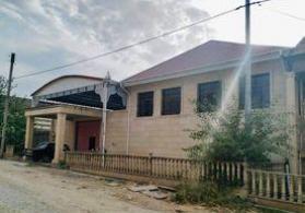Şəmkirin mərkəzində həyət evi satılır