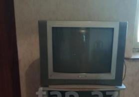 Televizor ve altliq