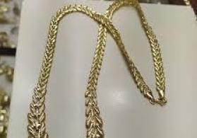 Fərqli formalı qızıl boyunbağılar