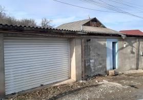 Qusar şəhərində bağ evi