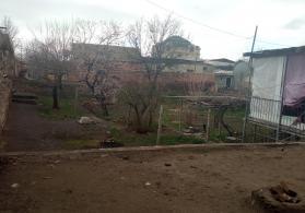 Tecili Torpaq Satılır Naxçıvan şeheri İdris Memmedov kuçesi ev 47