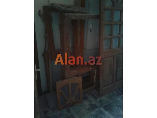 Qoz ağacından işlənmiş qapı və pəncərə satılır