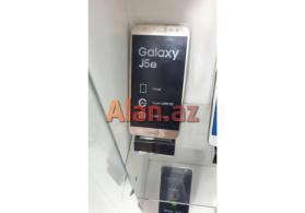 Samsung j500 telefon