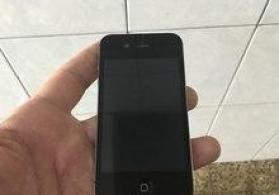 """Apple iPhone"" telefonu"
